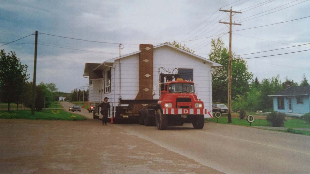 moving a house on a truck
